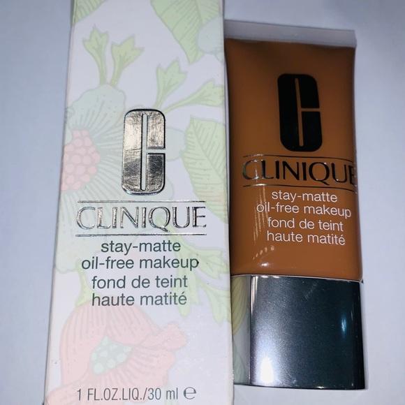 Clinique Stay-Matte Oil Free 24 Golden(D-G)  (New)